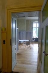 Blick aus der Küche zum Essbereich